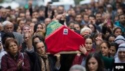 Ankarada terrorda ölənlərin dəfni.