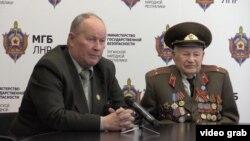 Михайло Гайдуков (ліворуч) давно займається імітацією голосу мас. Скріншот із відео на сайті так званого «МДБ» угруповання «ЛНР»