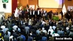 سخنگوی حزب اعتماد ملی میگوید افرادی که «تشنج» ایجاد کردهاند «خارج از حزب بودند»، اما گزارشهایی نیز درباره درگیری برخی از اعضای حزب با یکدیگر منتشر شده است