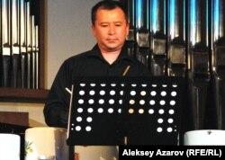 Ударно-духовой квинтет при исполнении музыки Джона Кейджа использовал кастрюли. Алматы, май 2012 года.