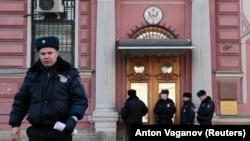 У здания Генерального консульства США в Санкт-Петербурге