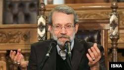 علی لاریجانی، رییس مجلس، در نامه به علی خامنهای از مضرات تأخیر دولت در ارائه لایحه بودجه سخن گفته است.