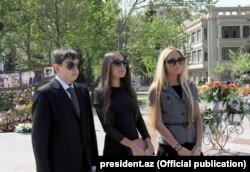 Дети президента Азербайджана Ильхама Алиева. Слева направо: Гейдар, Лейла, Арзу.