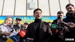 Володимир Зеленський після подачі документів до Центральної виборчої комісії