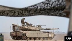 Израильские солдаты у границы с сектором Газа. 1 августа 2014 года.