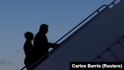 Președintele Donald Trump împreună cu soția sa, Melania Trump, îndreptându-se spre Florida. 20 ianuarie 2021