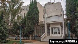 В этом здании на проспекте Генерала Острякова ранее размещался севастопольский филиал «Укртелекома», а с 2014 года – «Севтелеком»