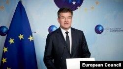 Разговорите а исчезнатите и раселени лица беа продуктивни и конструктивни, изјави специјалниот претставник на Европската унија за дијалог меѓу Србија и Косово, Мирослав Лајчак. Архивска фотогртафија.