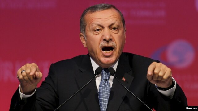 رجب طیب اردوغان اتهام به خانواده او مبنی بر تجارت نفت قاچاق با داعش را غیراخلاقی دانسته است