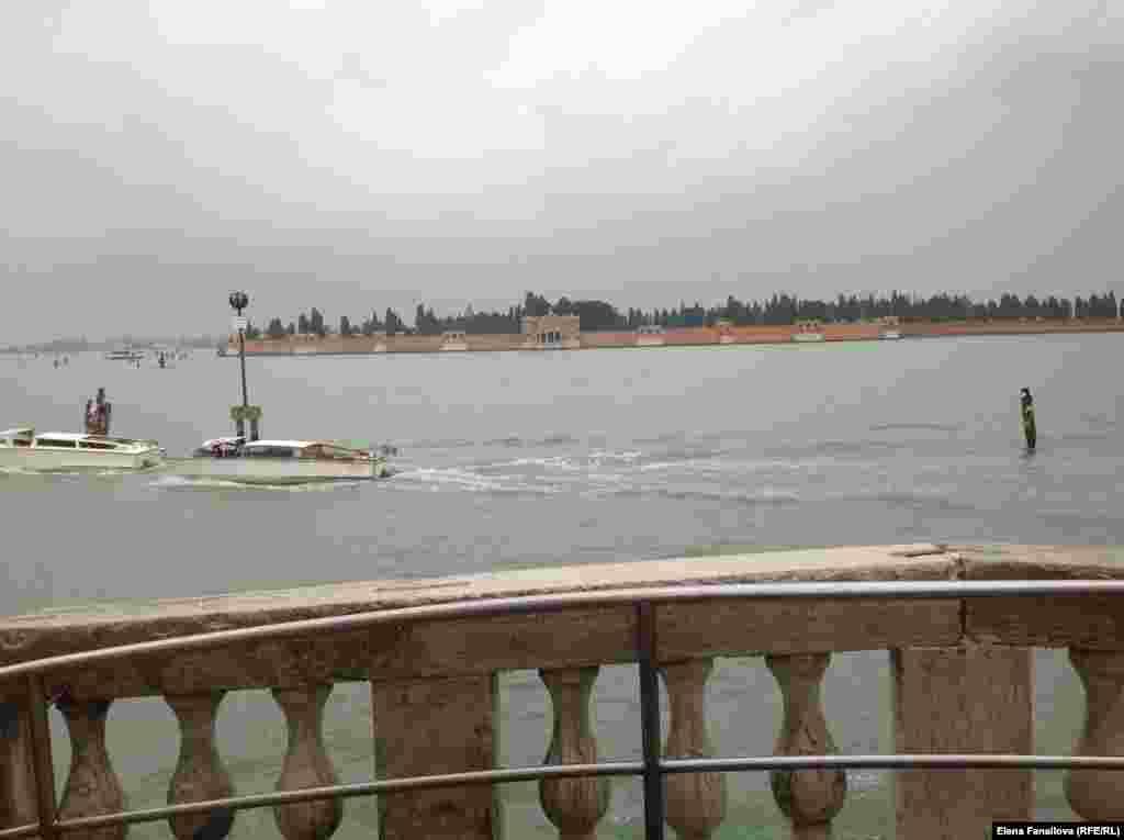 Вид на Сан-Микеле. С этого мостика Вайль рассказывал о Венеции и Бродском для телевидения