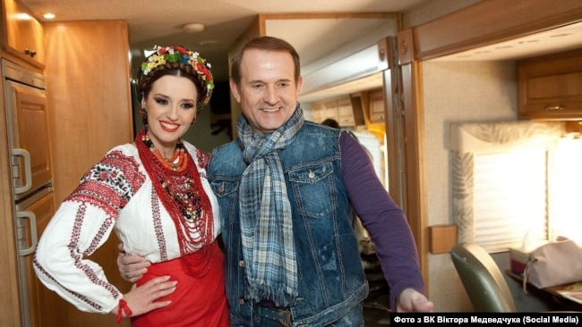 Одна з українок, яким Кислов продав акції заводу – Оксана Марченко, дружина Віктора Медведчука