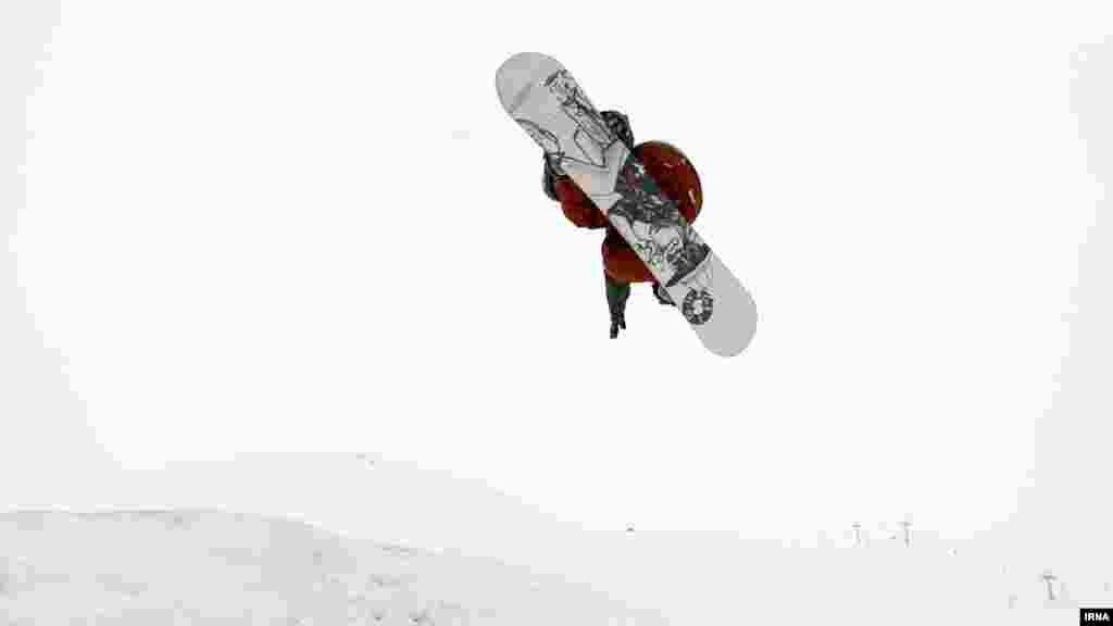 رقابتهای اسنوبرد در پیست اسکی دیزین/ جمعه ۲۱ بهمن