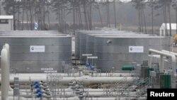 """Азыр иштеп жаткан """"Түндүк агым-1"""" долбоорунун Германиядагы газ терминалы."""