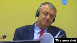 Vojislav Šešelj tokom suđenja 12. 06.
