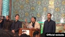 محمود احمدینژاد روز دوشنبه در مسجد نارمک.