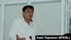 Общественный защитник и отец Искандера Еримбетова, Мырзахан Еримбетов, заявляет ходатайство.