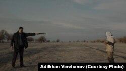 Кадр из фильма «Черный, черный человек» режиссера Адильхана Ержанова.