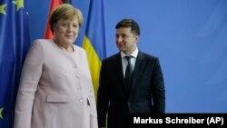 Зеленський поспілкувався телефоном із Ангелою Меркель