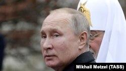 Президент Росії Володимир Путін і патріарх Московський Кирило (ліворуч). Москва, 4 листопада 2019 року