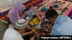 Аш фестивалы дин, укук коргоо, жаш активисттердин өкүлдөрүнөн түзүлгөн аралашма топтун арасында өттү