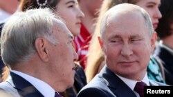 Президент России Владимир Путин и бывший президент Казахстана Нурсултан Назарбаев на торжествах по случаю Дня Москвы. 7 сентября 2019 года.
