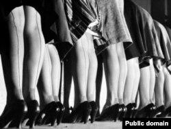 Нейлоновые чулки на девушках-моделях 40-х годов