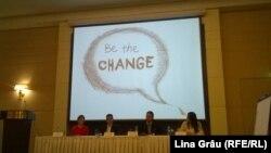 Participanţi la conferinţa de la Chişinău