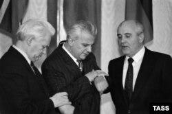 ივან სილაევი, ლეონიდ კრავჩუკი და მიხეილ გორბაჩოვი