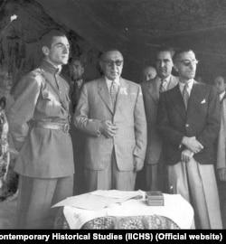 به گفته متینی حتی احمد قوام که با شاه مخالف بود هم معتقد بود که او باید در ایران بماند.