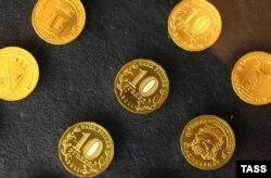 Десятирублевые монеты, произведенные Санкт-Петербургским монетным двором.