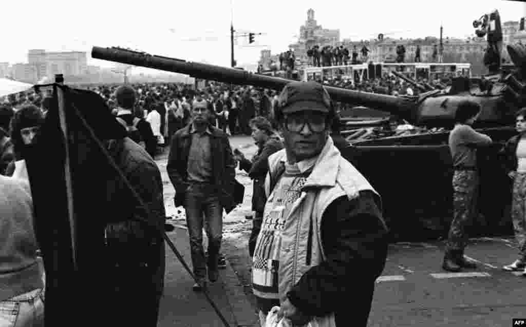 تجمع مردم در مسکو در تاریخ بیست و یکم اوت ۱۹۹۱