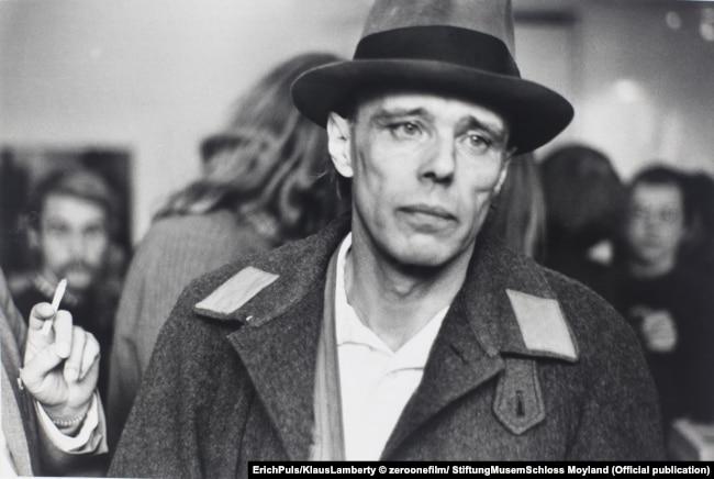 Йозеф Бойс всегда ходил в фетровой шляпе