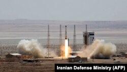 İran iyulun 27-də «Simorgh» adlı ən qabaqcıl peykdaşıyan raketini buraxıb.