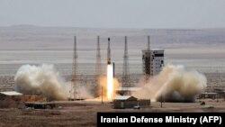 """İranda peyk daşıyan """"Simurq"""" raketinin sınağı, 27 iyul, 2017"""