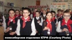 """Школьники Новосибирска с """"блокадным хлебом"""""""