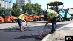 Според Европейската банка за възстановяване и развитие качеството на инфраструктурата и специално на пътищата продължава да бъде препятствие пред икономическия растеж