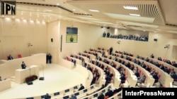 Грузия парламентінің жаңа ғимаратындағы сессия. Кутаиси, 26 мамыр 2012 ж.