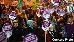 تظاهرات زنان ترکیهای علیه خشونت در سال ۲۰۱۶