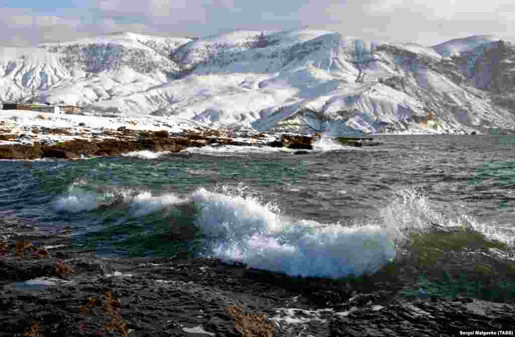 Хвилі в бухті Капсель