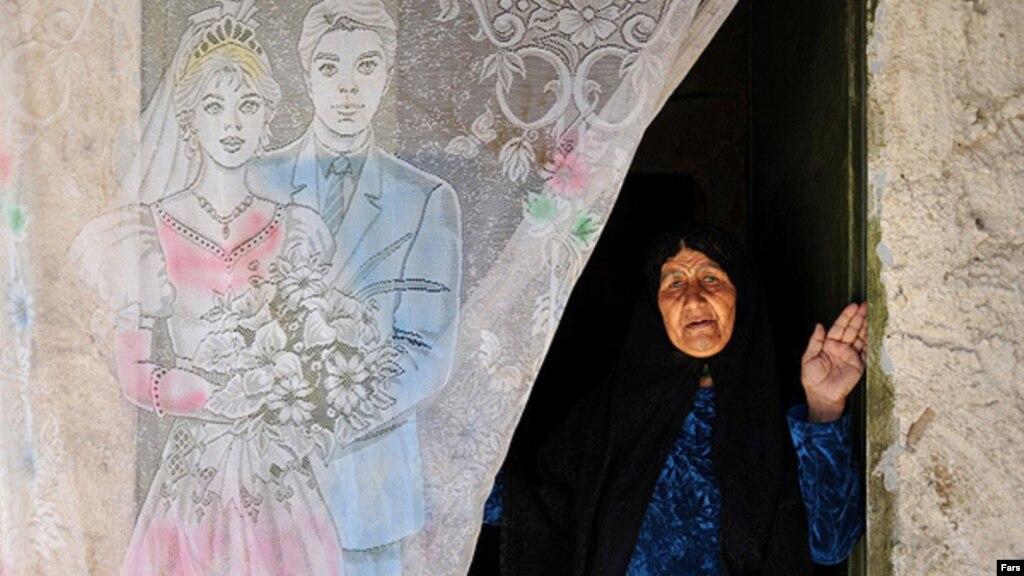 وزیر کار: بسیاری از زنان ایرانی بیوگی خود را پنهان میکنند