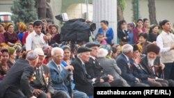 Ikinji Jahan Urşunyň tamamlanmagynyň ýyl dönümine bagyşlanan konsert, Aşgabat (arhiw suraty)
