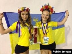 Анастасія Василевська із бронзовою нагородою чемпіонату Європи з черлідінгу (фото зі сторінки у Фейсбук Вікторії Василевської)