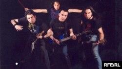 سبک موسیقی گروه منکس، «هارد راک» است.