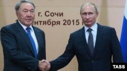 Қазақстан президенті Нұрсұлтан Назарбаев пен Ресей президенті ВВладимир Путин 12-аймақаралық ынтымақтастық форумында. Сочи, 16 қыркүйек 2015 жыл.