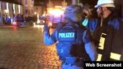 Полиция на месте взрыва в городе Ансбах на юге Германии. 24 июля 2016 года.