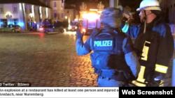 Ансбахтағы жарылыс орнында тұрған полицейлер. Германия, 24 шілде 2016 жыл.