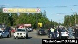 Въезд на кладбище Хованское. После происшествия 14 мая 2016
