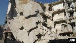 Pamje e një ndërtese të shkatërruar nga bombat në qytetin Alepo të Sirisë