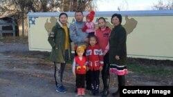 Каныкей Кубанычбекова с семьей.