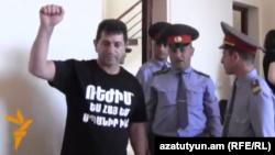 Վոլոդյա Ավետիսյանը դատական նիստերից մեկի ժամանակ, արխիվ